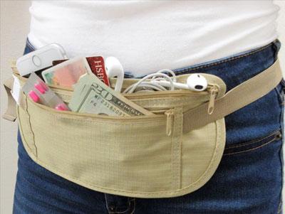 Une pochette-ceinture de voyage